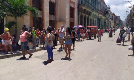 ¿Quién tiene la culpa de que haya colas y coleros en Cuba?